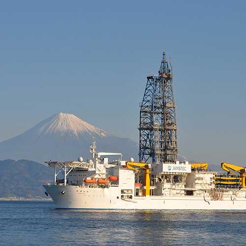 地球深部探査船「ちきゅう」が南海トラフを起こす?